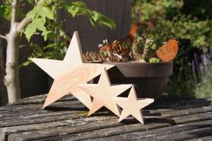 Sterne aus Lärchenholz, gehobelt, natur