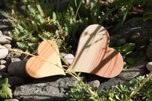 Herzform geschwungen aus Lärchenholz, gehobelt und geölt
