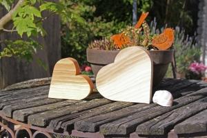 Herz gerade aus Lärchenholz, gehobelt und geölt