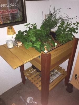 Von EINFACH HOLZ, Balkon Hochbeet bepflanzt bei Mädy